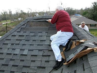 Если на крыше есть видимые повреждения, без ремонта не обойтись